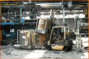 Carrello elevatore incendiato e danneggiato il magazzino
